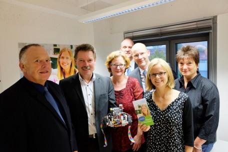 V. l. n. r.: Dr. Schilling (Fablab Thüringen/ 3D Schilling), Herr Jünemann (Laytec), Frau Henning-Jacob (SFZN), Herr Tabatt (SFZN), Dr. Günther (STIFT), Frau Heinke (Leiterin des SFZN) und Frau Herz (Wettbewerbsleiterin Jugend forscht Nordthüringen)